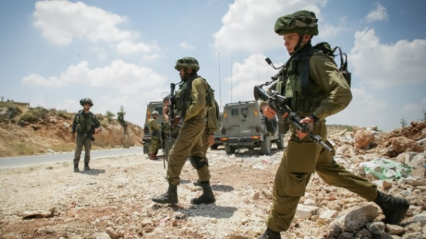 IDF soldiers search for 3 missing Jewish teenagers near Gush Etzion in Judea