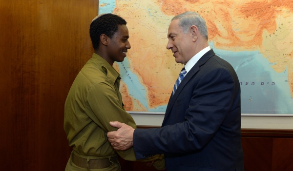 PM Netanyahu meets with Damas Pakedeh, IDF soldier who was beaten by police